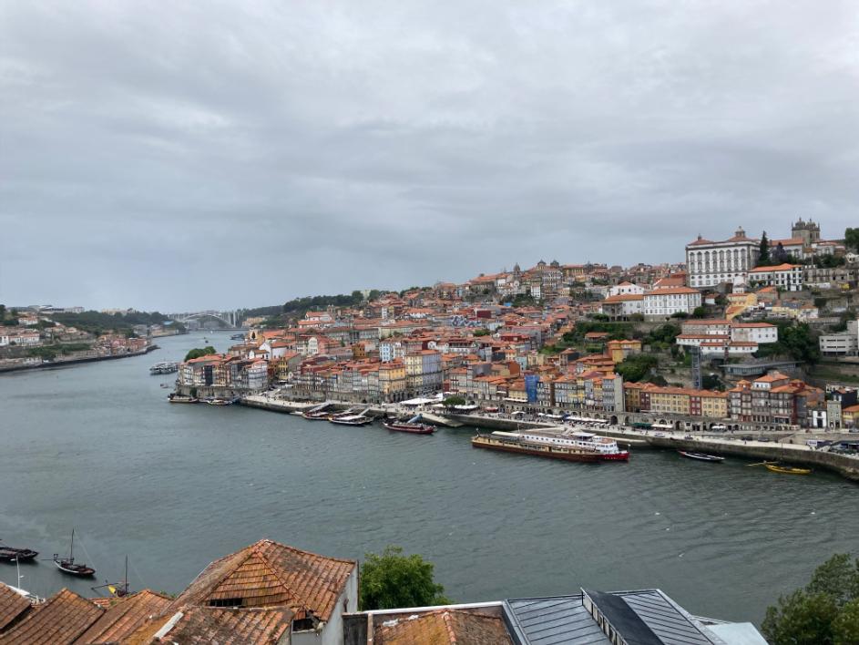 Blick auf das nördliche Douro-Ufer in Porto.